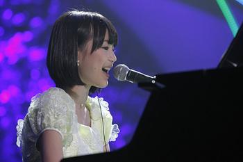 生田絵梨花(ピアノ演奏).jpg